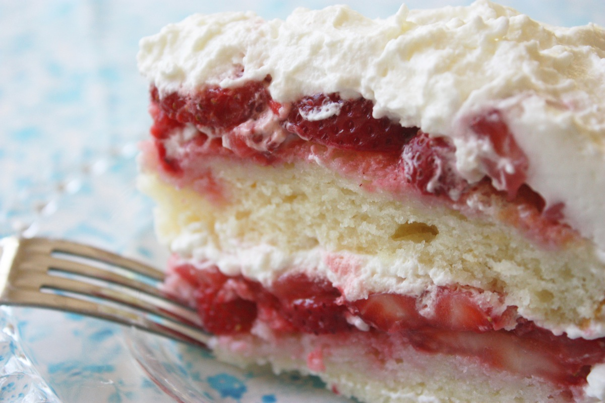 Best Recipe for Fresh Strawberry Cake