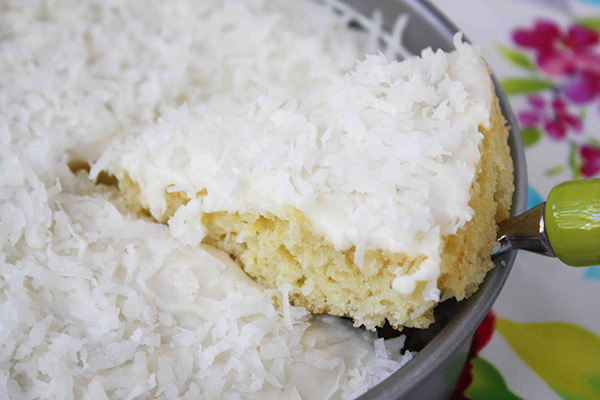 Easy One Bowl Coconut Cake