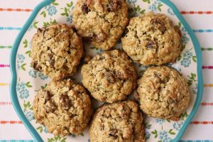 Soft & Chewy Oatmeal Raisin Cookies Without Butter