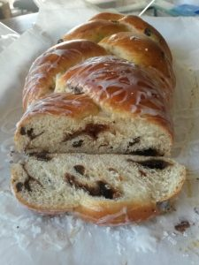 cinnamon raisin braided bread