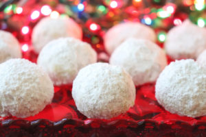 Easy Christmas Snowball Cookies
